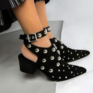 🆕//The Dolly// Black studded booties