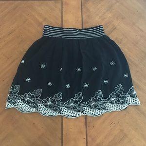 Romeo+Juliet Black Skirt Embroidered White Flowers