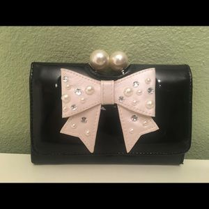 NWT CLAIRE'S patten leather wallet