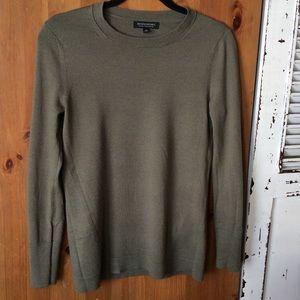 💟Banana Republic olive extra fine merino sweater