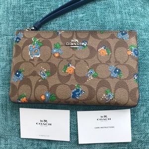 New Coach Wristlet Clutch