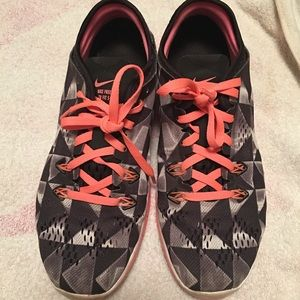 Nike Free TR FIT 5 Black & Bright Coral Size 7