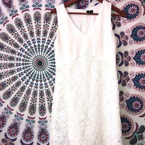 Elegant white lace size 4 Worthington dress