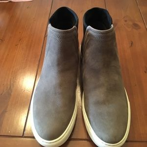 Kenneth Cole gray& black suede ankle shoes sz 7