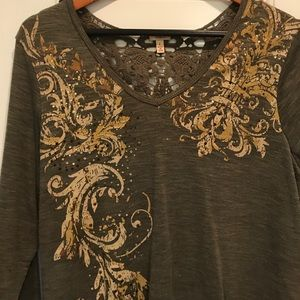 Reba t-shirt with crochet back