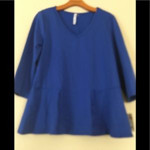 NY Collection Ladies 3/4 sleeve V Neck Top. Large.