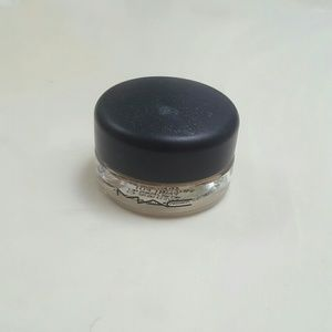 Mac soft ocre pro longwear paint pot