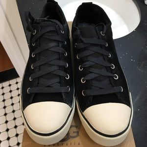 NWT Ugg Sneakers.