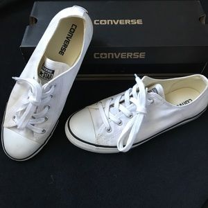 Used women's white converse - size 9