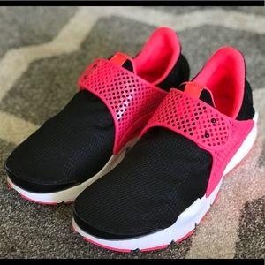Nike sockdart SE wmns 8.5 (youth 7)
