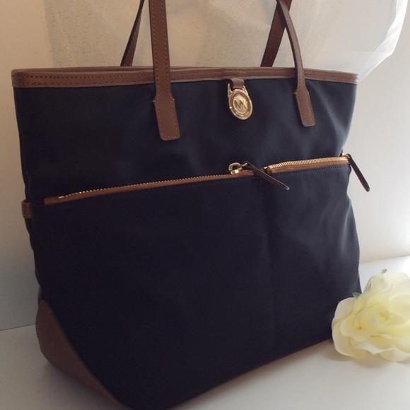 24d9dc6950fd Michael Kors Bags | Kempton Bagblack Tannwt | Poshmark