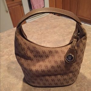 EUC Dooney & Bourke Tan Signature Hobo Purse.
