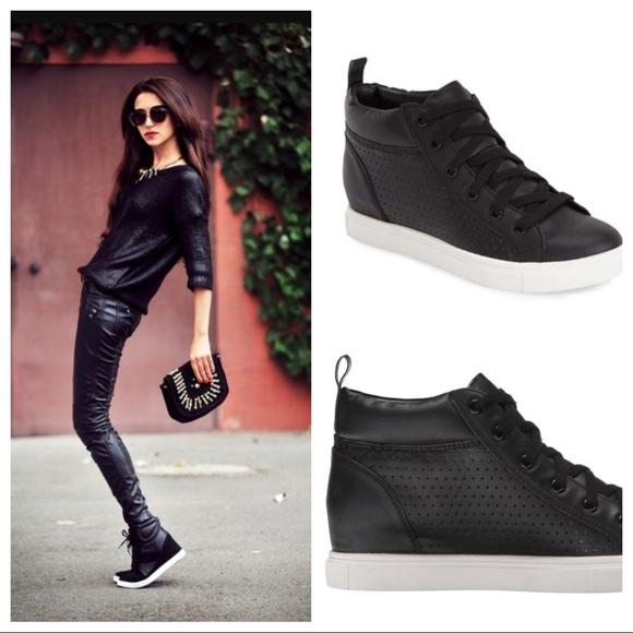 e403c463db3 Steve Madden Latte leather high top sneakers. M 59eb7c5d3c6f9fb65c041df7