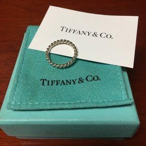 Tiffany's twisted band