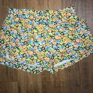 Adorable boutique Shorts with did studs size L