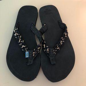 NWOT Toms flip flops, women's size 9