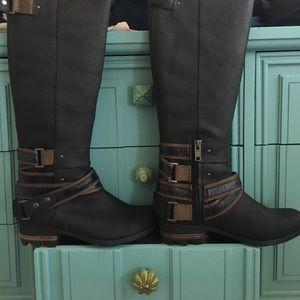 Sorel Lolla Tall Black/Mud Boots.