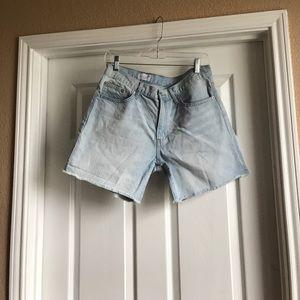 Gap-sexy boyfriend short