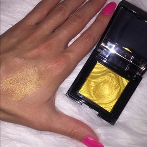 Gorgeous gold Sephora shimmer shadow