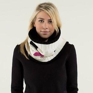 Lululemon • Keepin' It Cozy neck warmer
