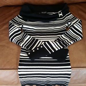 Beautiful black & white sweater!