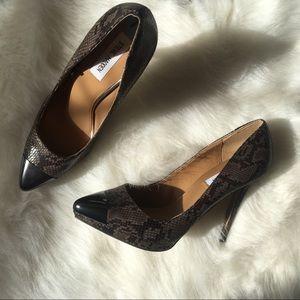 NWOT✨Steve Madden✨ Leather Croc Metal Pointed Toe