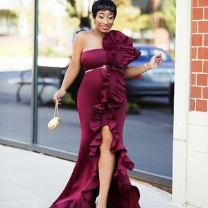 Red Carpet Ready Dress (Burgundy)