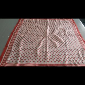 Echo Vintage scarf with heart motif