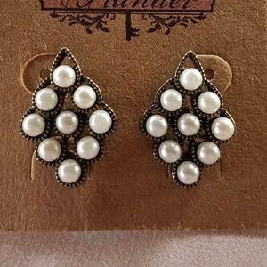 Geometric pearl earrings