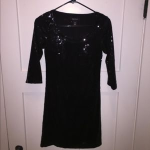 Black party dress. Complete black sequins.