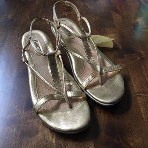 NWT Women's Born Gold Sandal Wedges Size 9