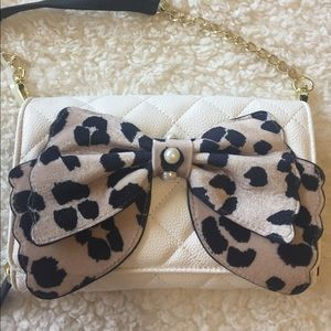 🌺NWOT! BETSEY JOHNSON BOW WALLET ON A STRING