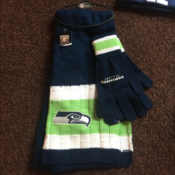 ab9019d08 NFL Seattle Seahawks Winter Scarf   Gloves Set NWT