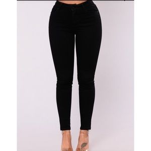 PIT BLACK HIGH RISE SKINNY JEANS BRAND NEW