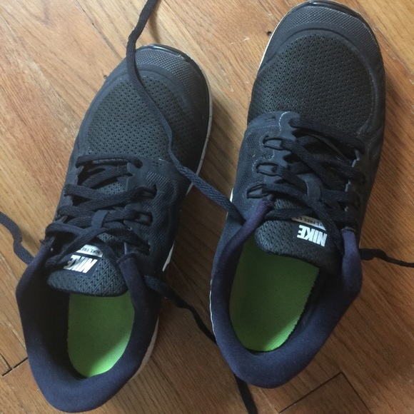 Used good condition Nike free 5.0