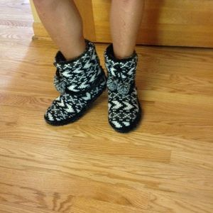 Shoes - Women's knit slippers sz 9-10