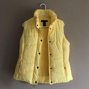 NWOT ⭐️ Yellow Zip Puffy Vest, Size M