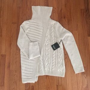 NWT Simply Vera Wang turtleneck sweater