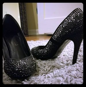 Black and silver holiday pumps