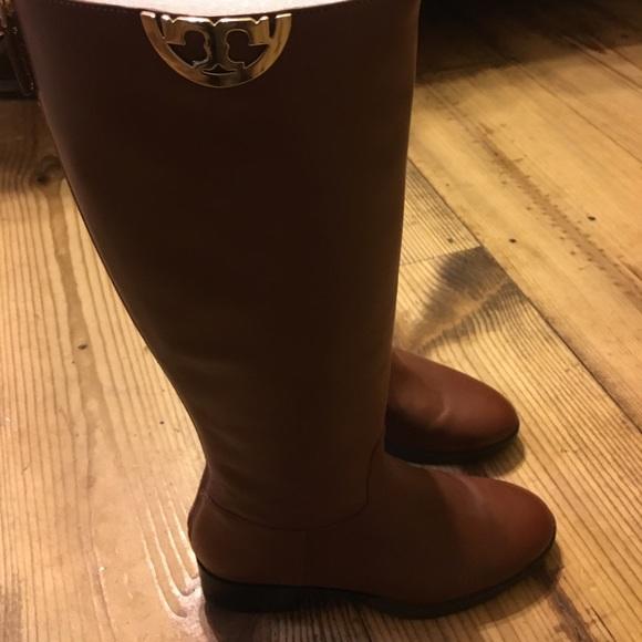 160d2e5a7f01 Tory Burch Sidney Boot size 8. M 59eb9b90981829bee10496b0