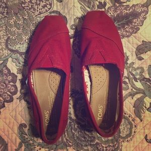 Red Toms size 6