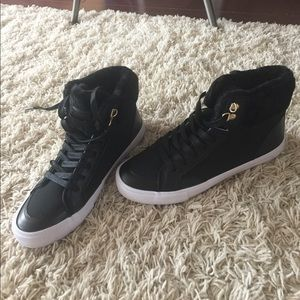 Black Tommy Hilfiger hi-top sneakers 9.5