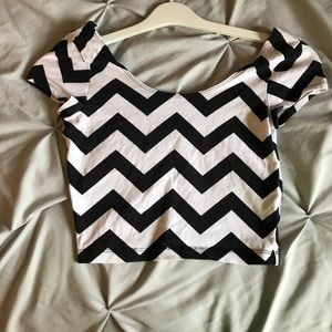 Zigzag black/ white crop top