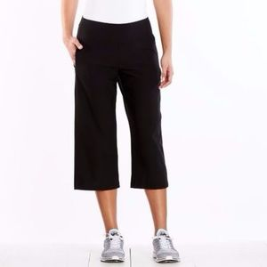 Lucy Everyday Collection Black Capri Pants