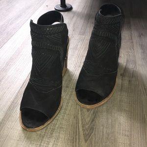 Vince Camuto Karinta Block Heel Bootie