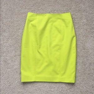 NWT Ann Taylor chartreuse pencil skirt sz 4
