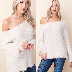 Sweaters - ⭐️NWT Fuzzy Knit Sweater⭐️