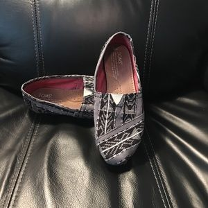 Toms size 6 Black and grey
