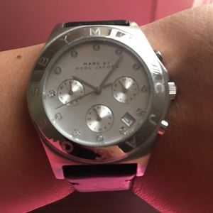 Marc Jacobs black watch.