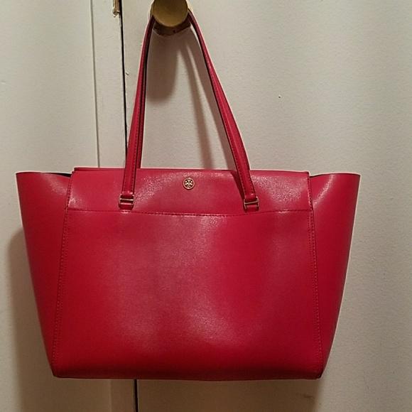 0d19997d527 Tory Burch Parker tote bag with top zipper. M 59ebd3c74e95a3c66905b729